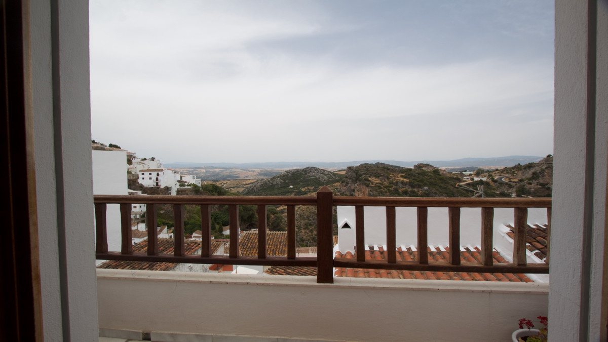 House with beautiful views of the village of Casares, 4 minutes walking from the town center with al, Spain