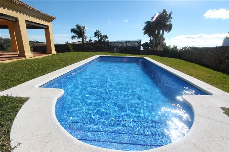 Wonderful villa at the nearby Port of Sotogrande and Duchess of approximately 1,000 m2 plot and 280 , Spain
