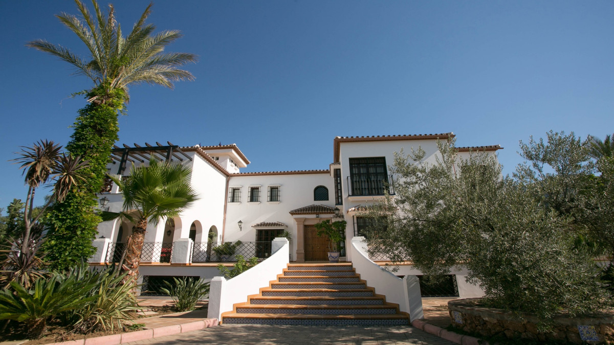 8 bedroom villa for sale alhaurin el grande