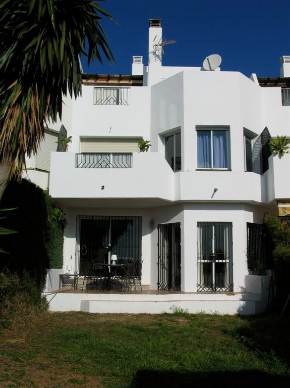 Townhouse  te koop in New Golden Mile, Costa del Sol