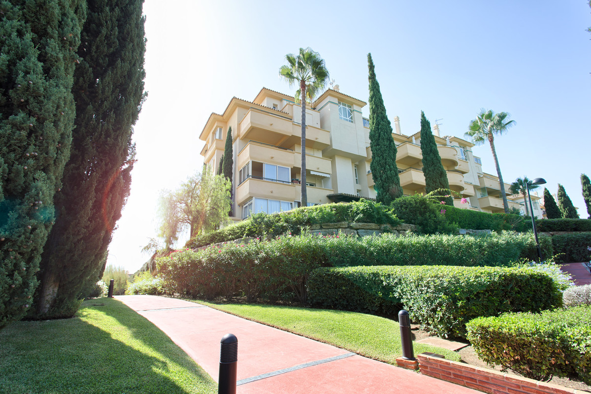 Apartment - Middle Floor for sale in Elviria