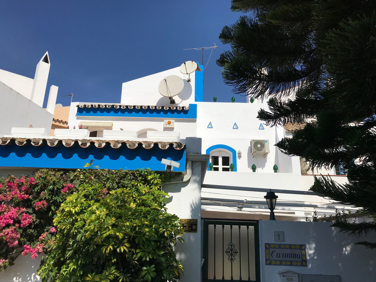 Townhouse for sale in Nueva Andaluc?a