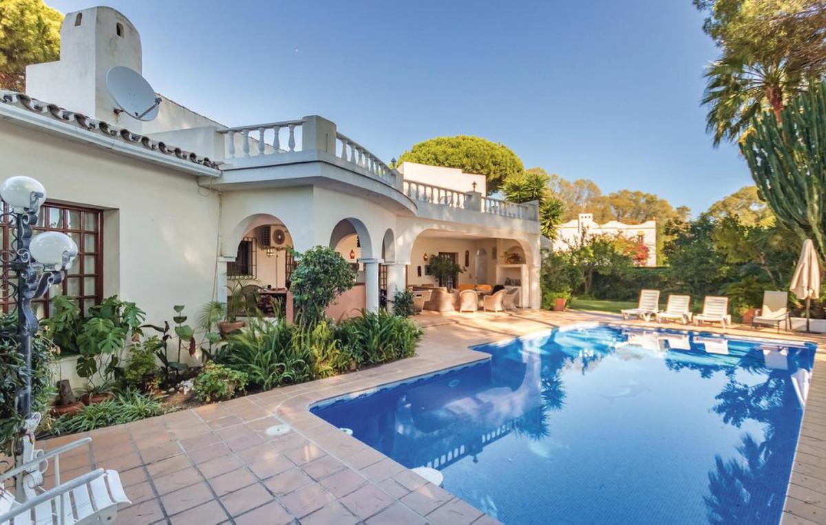 Marbella Banus Villa – Chalet en Venta en Benamara – R3105022