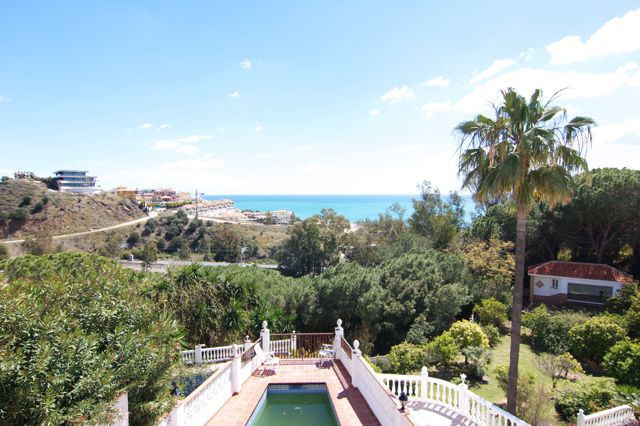 Semi detached south facing villa with great sea views!  Located at walking distance to the train sta,Spain