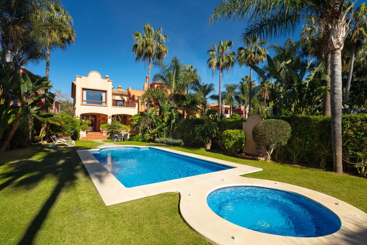 Villa  Semi Detached for sale   in Nueva Andalucía