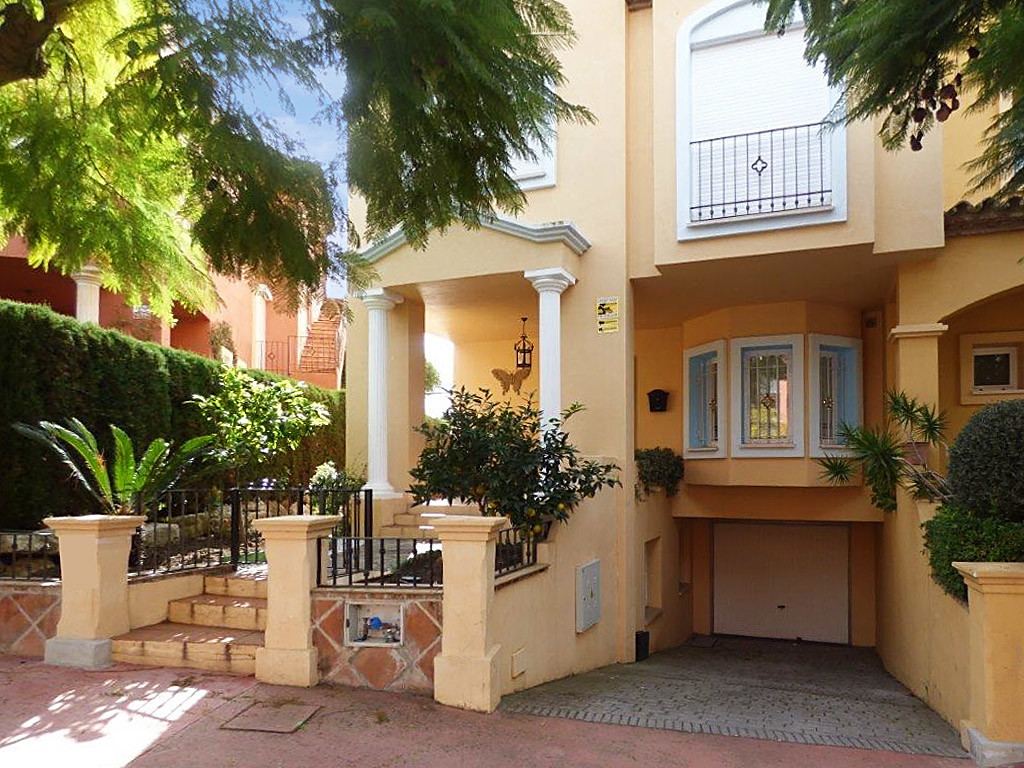 This town house has four large bedrooms with three bathrooms on the first floor and an ample lounge/, Spain