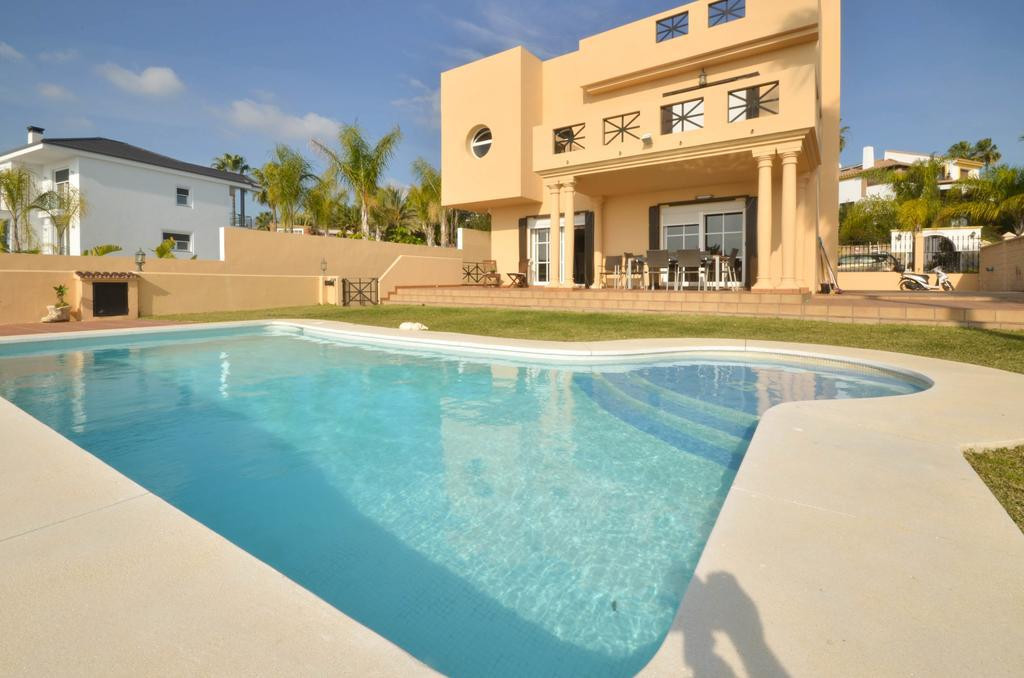 Villa - Detached Estepona