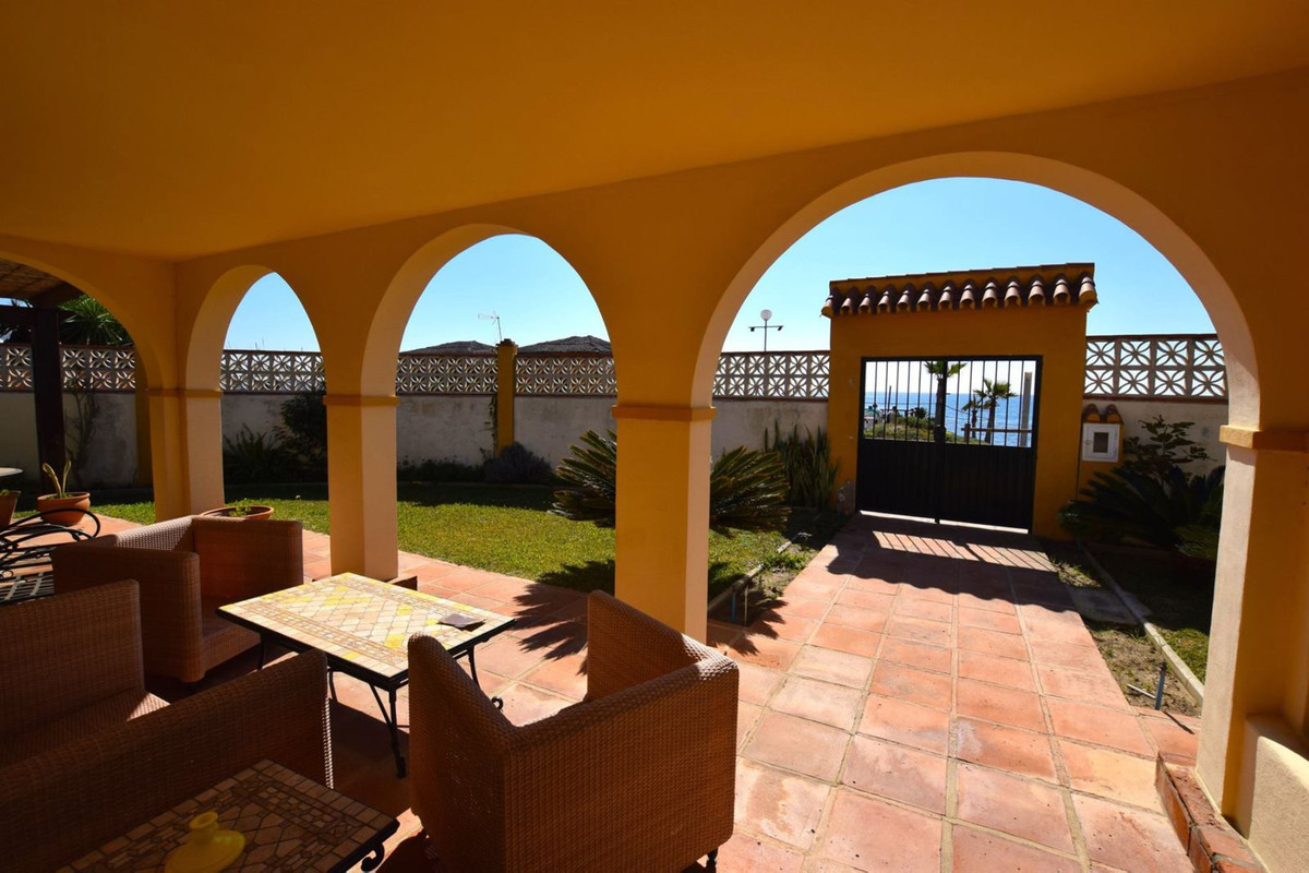 Villa for sale - Elviria
