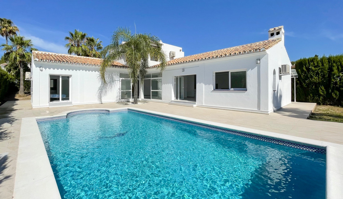 Completely Renovated Family Villa for Sale in Urb. El Pilar.   This wonderful family home is located,Spain