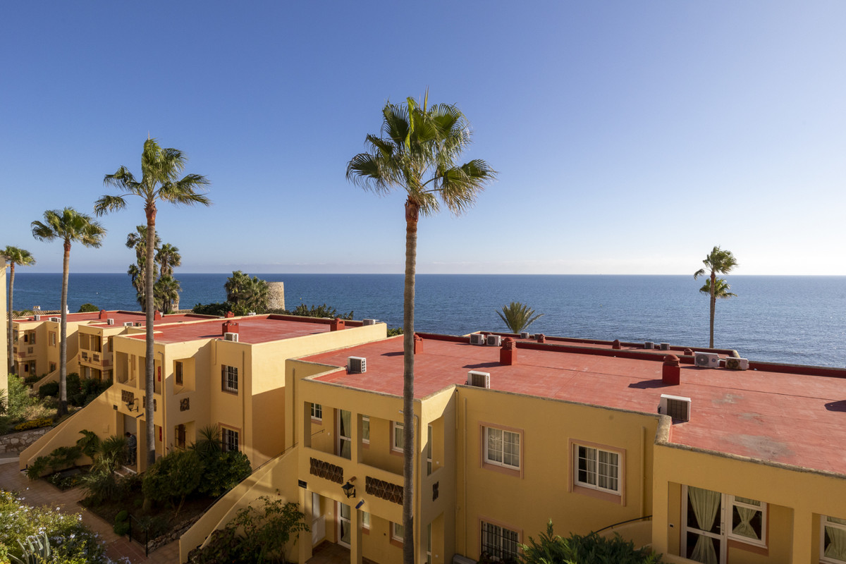 This apartment is located in a frontline beach complex in the all inclusive urbanisation of Dona Lol, Spain