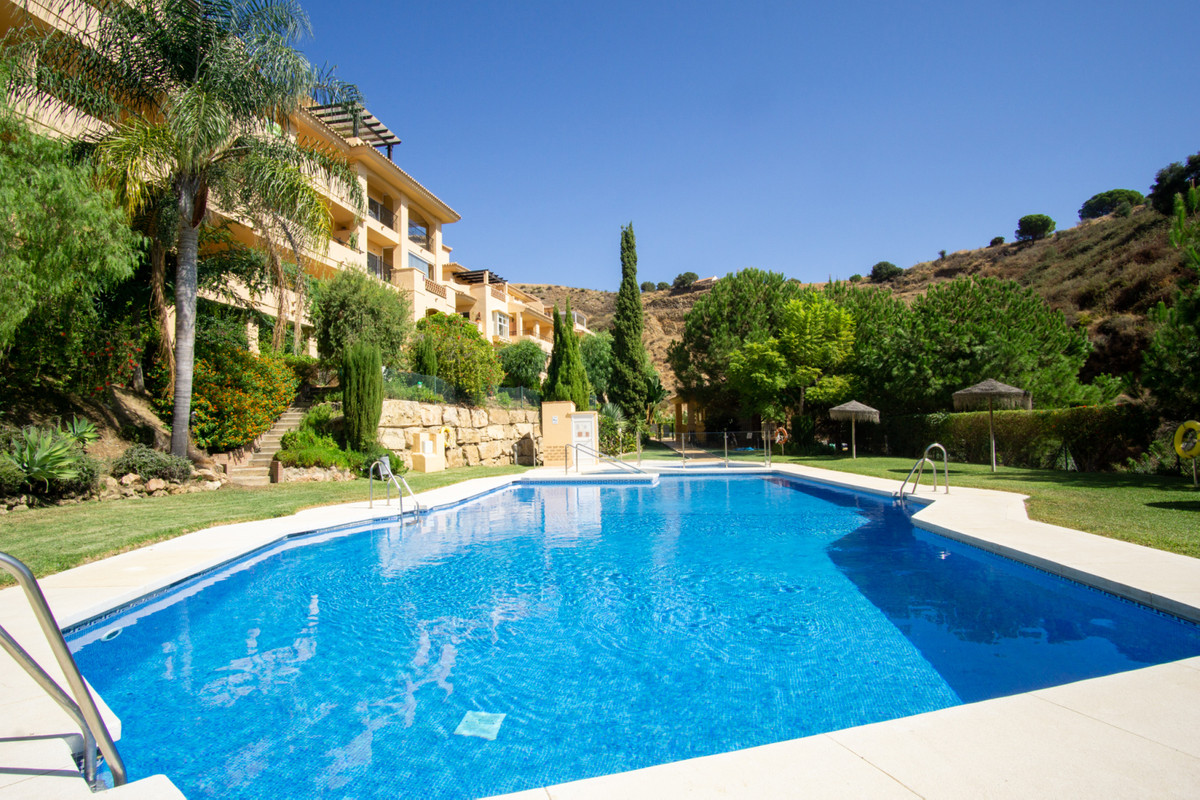 Very spacious and bright apartment located in Calahonda in the popular complex of Princes Park. A sh, Spain