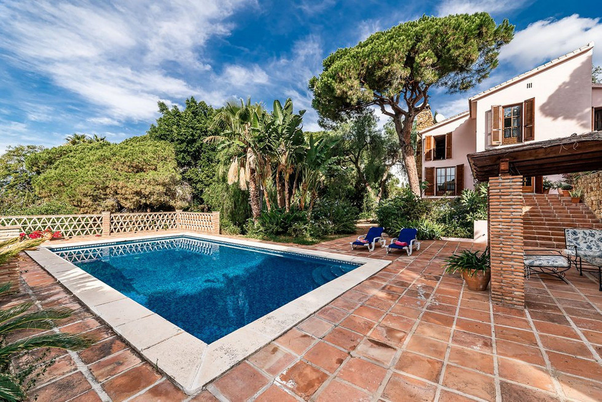 This charming south-west facing villa is located in Elviria, one of the most sought after areas in M,Spain