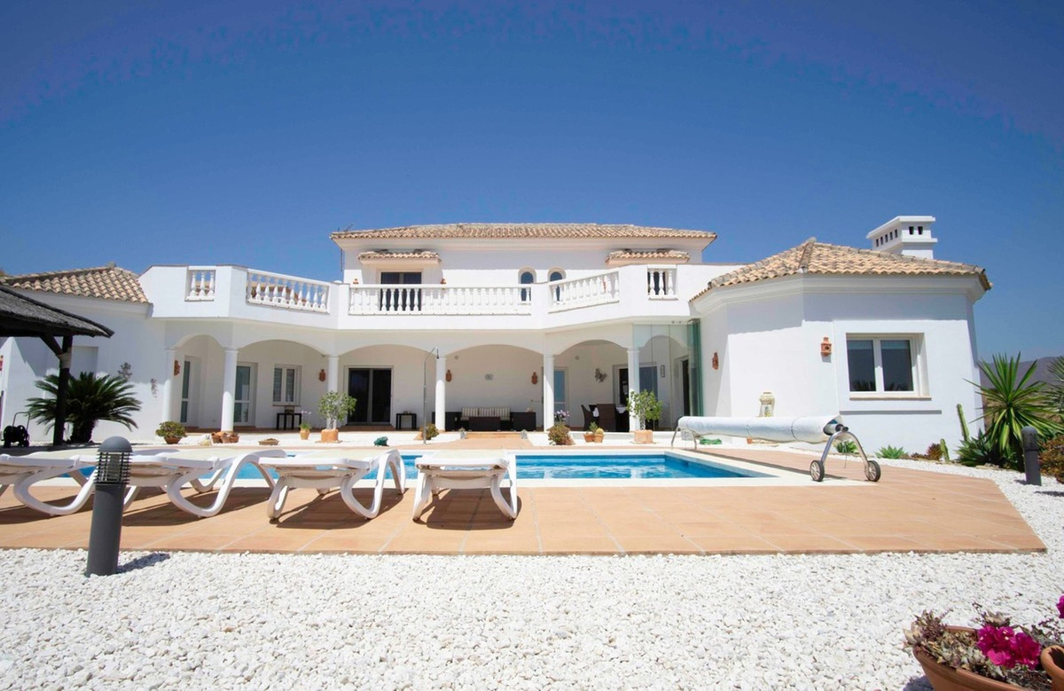 This fantastic villa is located in the beautiful area of La Cala Golf, one of the most sought after , Spain