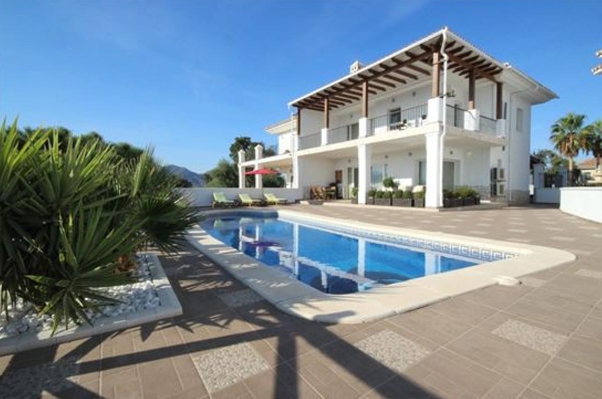 Marbella Banus Pareado en Venta en La Mairena – R3407680