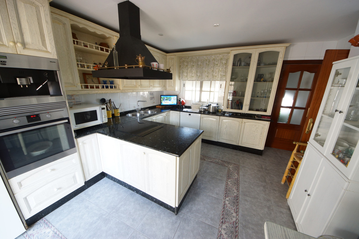 LUXURY SEMI-DETACHED HOUSE WITH BASEMENT Beautiful semi-detached house of very high qualities.  177 ,Spain