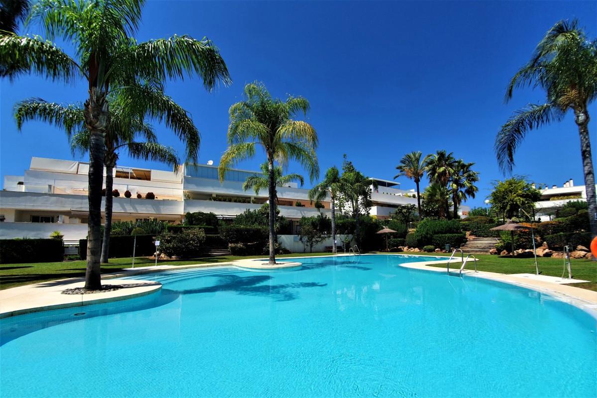 Marbella Banus Apartamento Planta Media en Venta en Nueva Andalucía – R3748114
