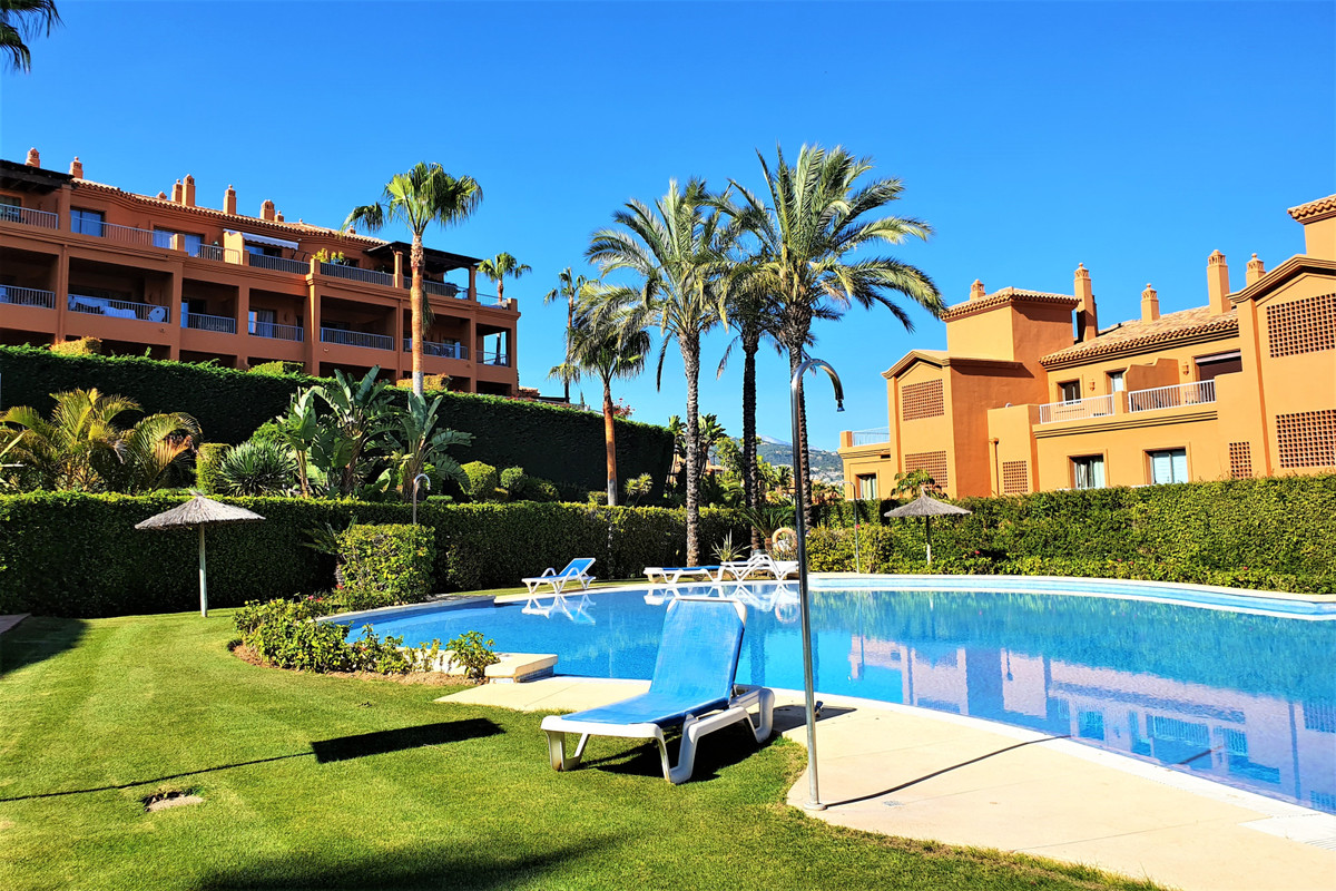 Spacious and bright corner unit Penthouse, set in one single level. Consists of 3 bedroom suites all, Spain
