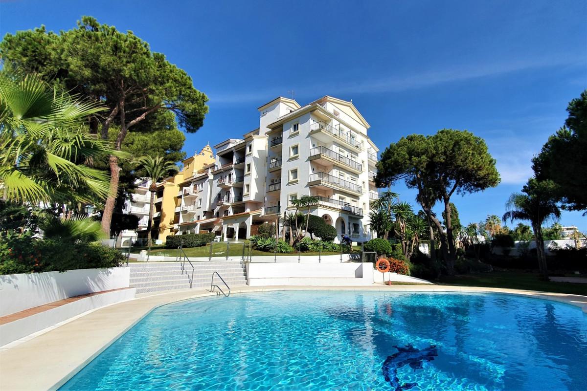 Marbella Banus Apartamento Planta Media en Venta en Puerto Banús – R3752425