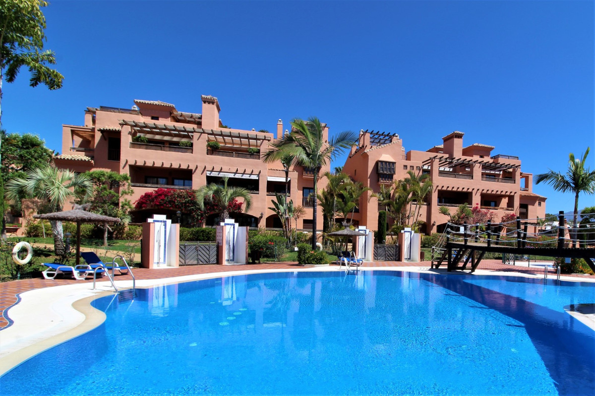 This is a delightful and immaculate corner 1st floor apartment in the popular beachside location clo,Spain