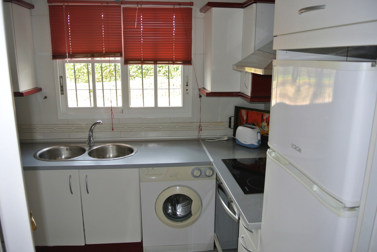 Apartment for sale in New Golden Mile, Spain