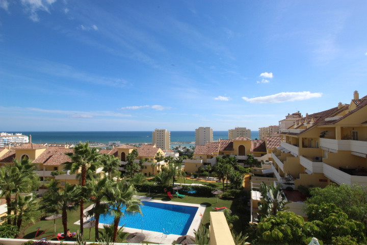 Apartment with stunning views in Puerto Alto, Estepona New to the market, this spacious one bedroom ,Spain