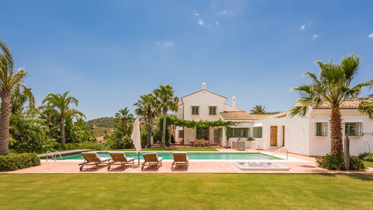 This stunning property must be seen to be appreciated. Recently refurbished to an excellent standard,Spain