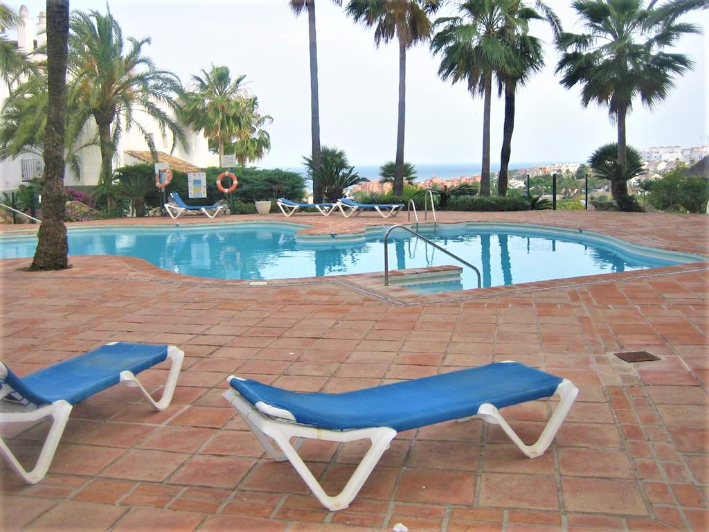 Nice groundfloor apartment with two bedrooms, two bathrooms and private garden. Located in a closed ,Spain