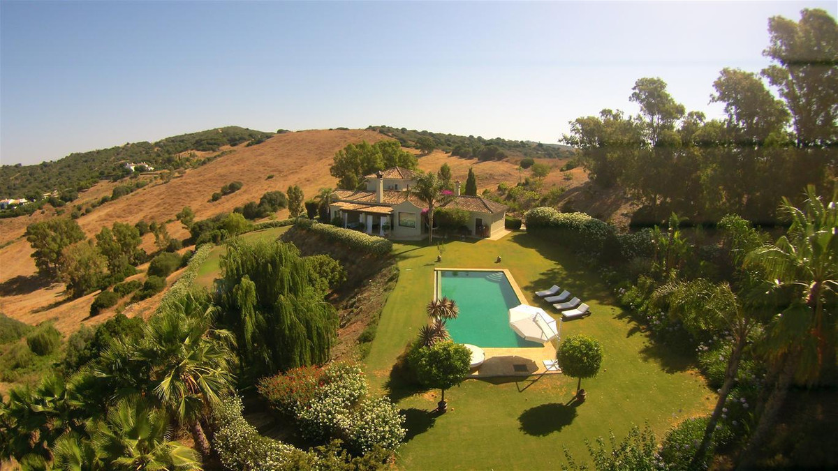 Magnificent Country home. Unique location, just 5 minutes from the prestigious development of Sotogr,Spain