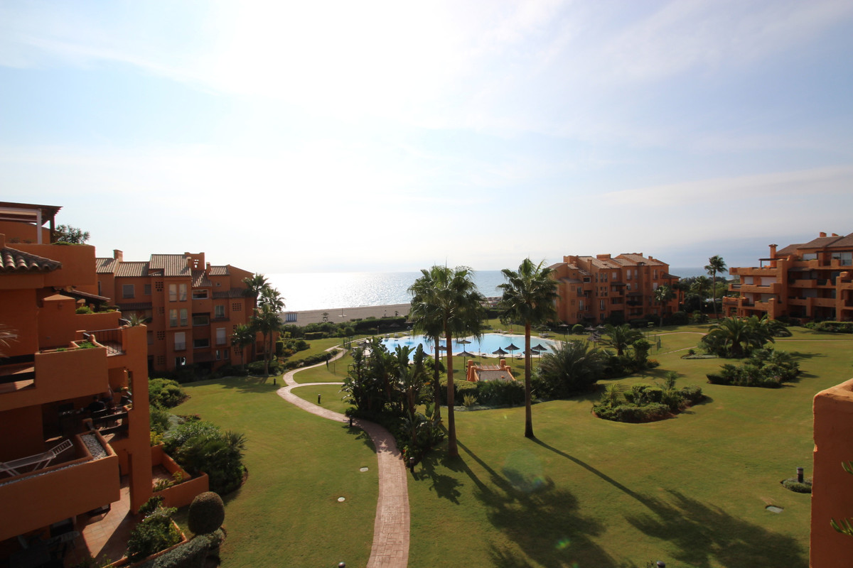 Unbeatable location for this beach front apartment in the sought after and high end development of L,Spain