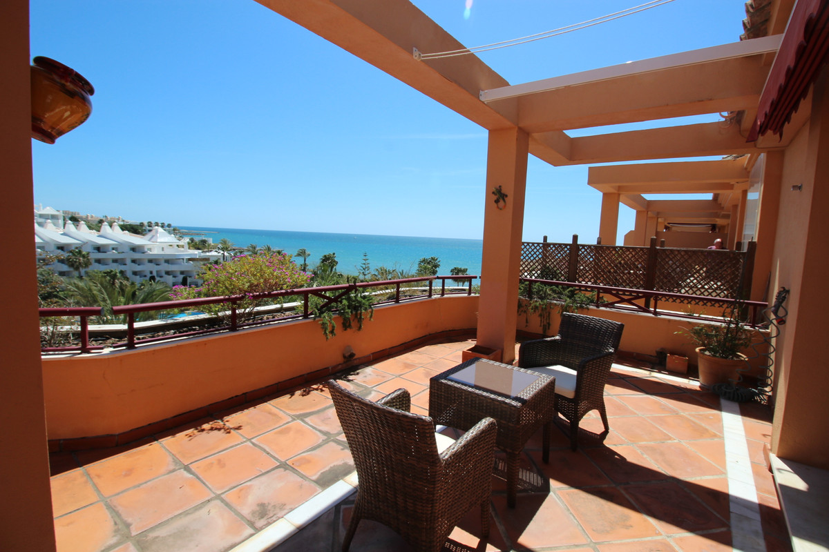 Situated in one of the most popular and in demand communities in Estepona, this two bedroom penthous, Spain