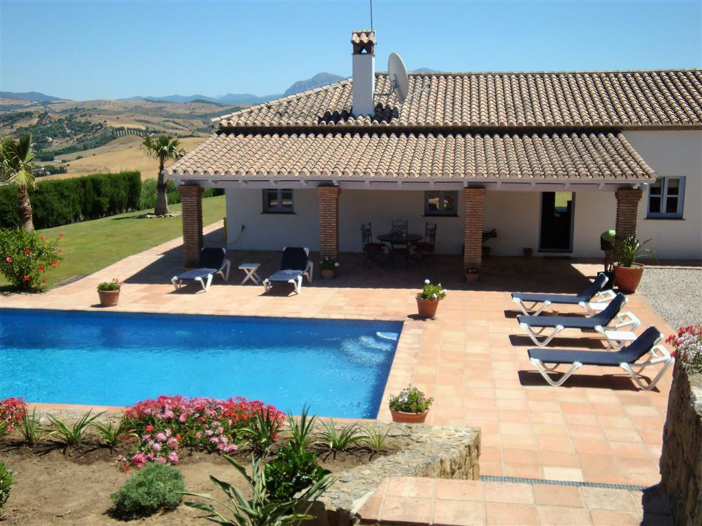 This spectacularly located country property potential for keeping horses is on 10 hectares. It has c,Spain