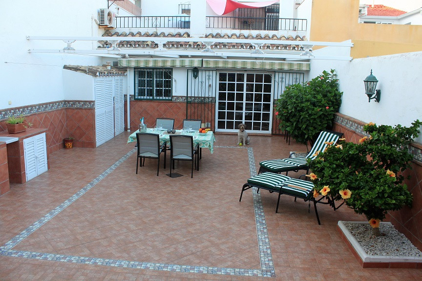 Lovely town house in the most beautiful of surroundings in Estepona´s Old Town. Currently two indepe, Spain