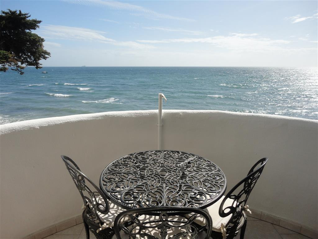 Beautiful apartment on a first line beach urbanization  with direct access to the beach from the com,Spain