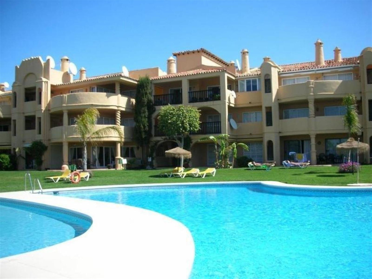 Located on the hillside in Calahonda which is a 5 minutes drive to the centre and beach is this love, Spain