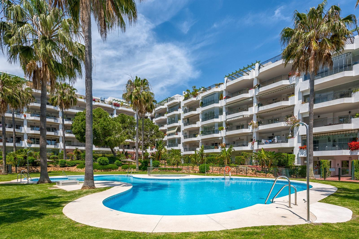 Ground floor apartment with private garden in Mi Capricho, one of the most beautiful first line beac,Spain