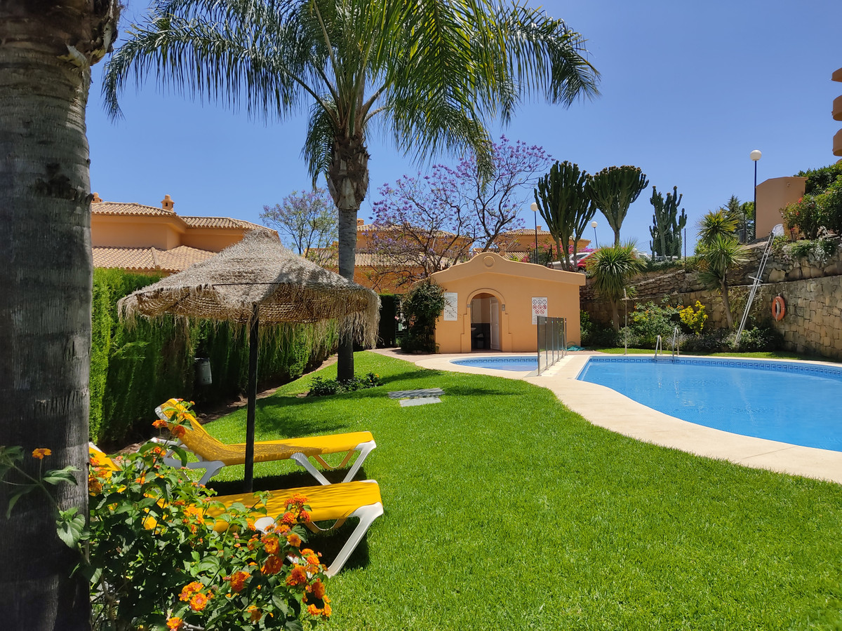 Spacious 2 bedroom, 2 bathroom apartment in a beautiful gated community in Calahonda, with communal ,Spain