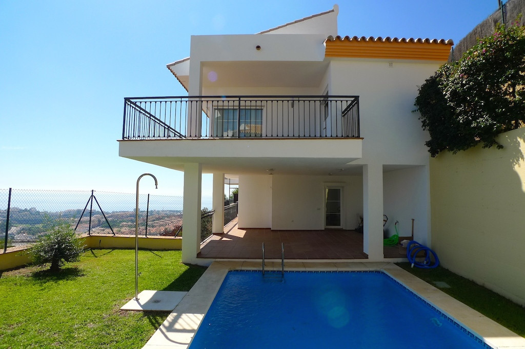 Great very spacious, sunny and bright semi-detached villa in the top of Riviera del Sol, beautifully,Spain