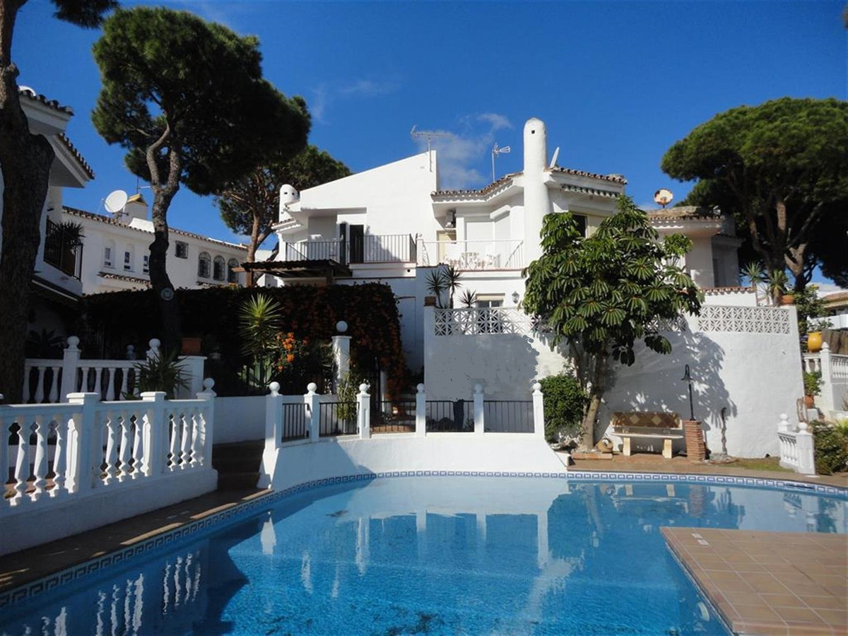Semi-detached house with private garden just few meters walking to the beach. The house, built on tw, Spain
