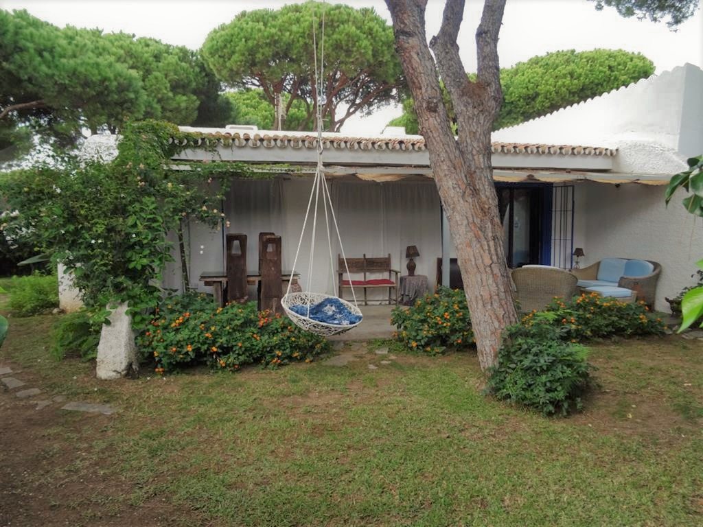 Detached villa close to all shops, restaurants and the beach. This sunny villa built on one floor pl,Spain
