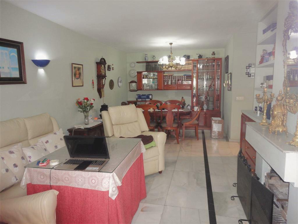 Adosada en Venta en Calahonda – R3335239