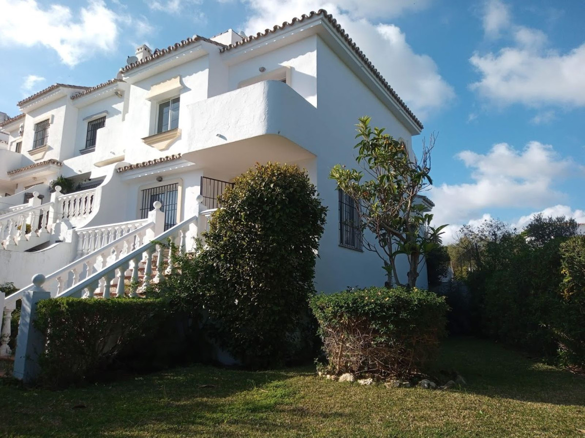 Marbella Banus Adosada en Venta en Calahonda – R1977257