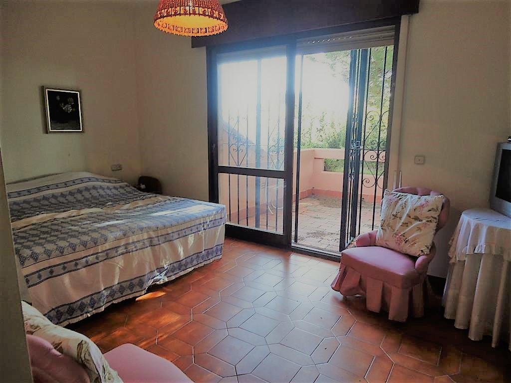 Villa en Venta en Calahonda – R3303541