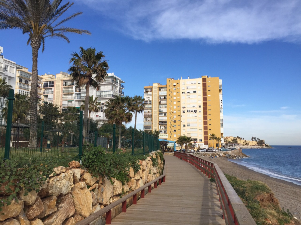 A lovely first line beach studio apartment,  completly renovated, 1 bathroom, 8th floor, elevator, p,Spain