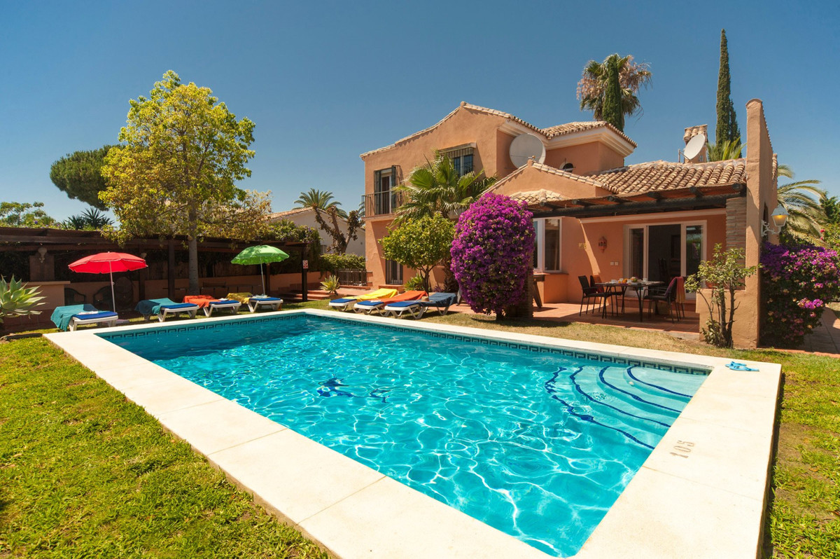 Independent villa in a quiet area of Calahonda, close to all shops and restaurants. This lovely sout,Spain