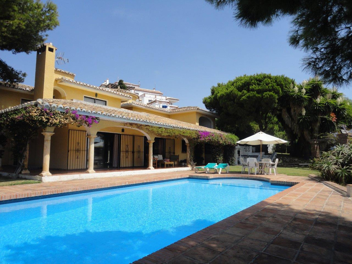 BARGAIN - DISTRESSED SALE - DRASTIC PRICE REDUCTION from 1.100.000€ now 850.000€!!!!   Spacious Anda,Spain