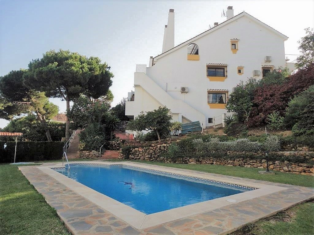 NEW PRICE OF 263.000€ ONLY UNTIL END OCTOBER!  Very spacious townhouse with 3 bedroom, 2 bathroom an, Spain