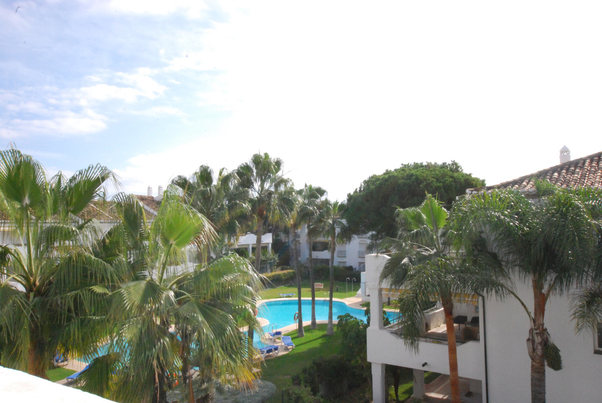 A delightful 2 bedroom penthouse in the newer phase of El Presidente.  South facing with views to th, Spain