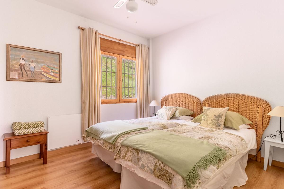 Villa con 4 Dormitorios en Venta Tolox