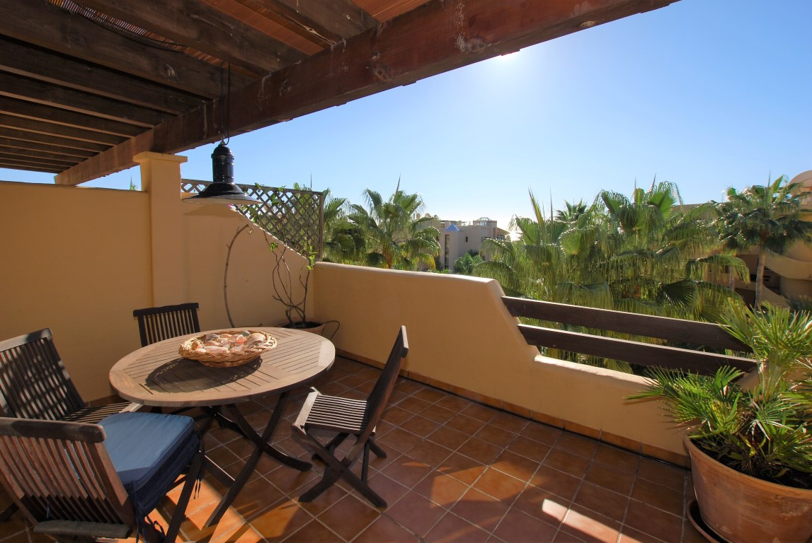 Beautiful 2 bedroom penthouse with gorgeous sea and mountain views in the desirable beachside develo,Spain
