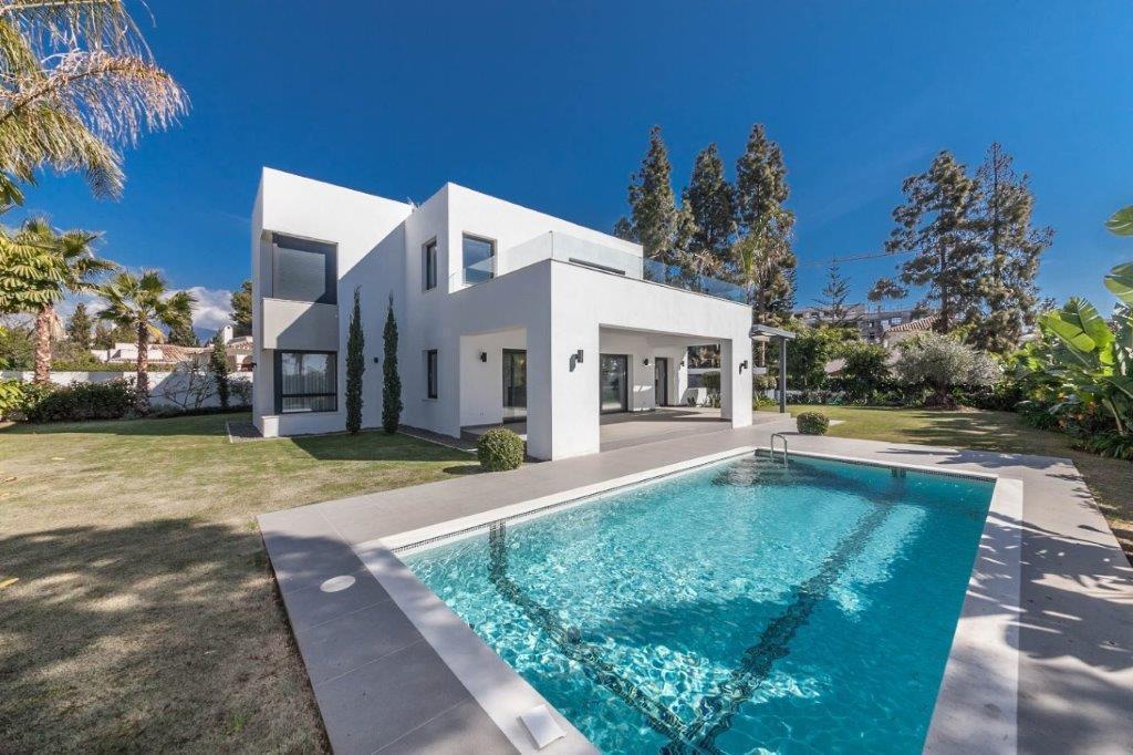 Detached Villa · Benamara